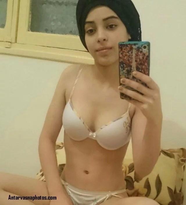 cute sexy teen bathroom se aake selfie li
