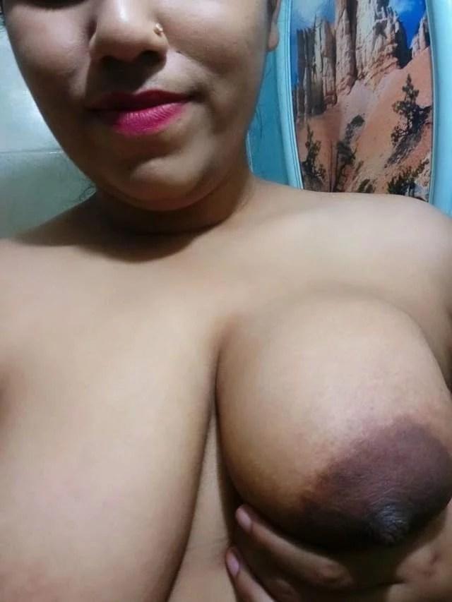 purvi apne boobs dikhati