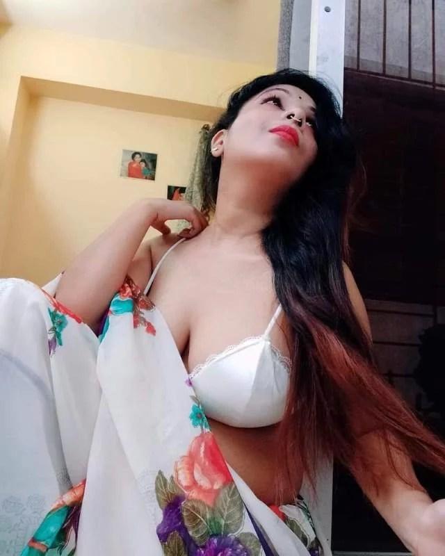 saree me moti gaand big boobs