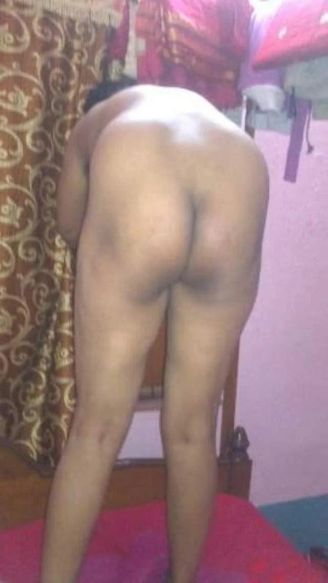 gaand dikhati bhabhi