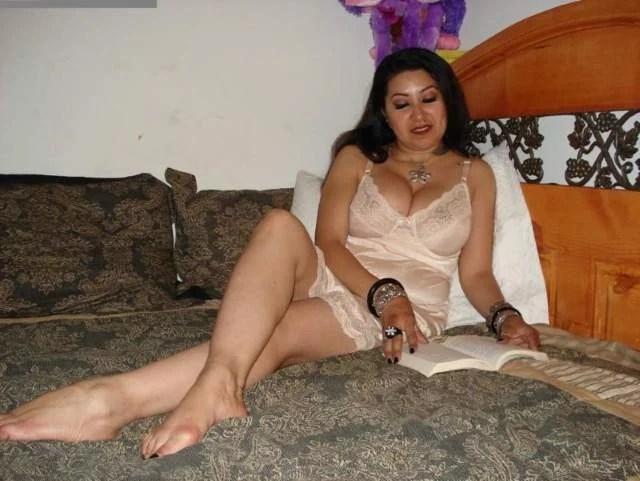 hot desi aunty in nighty pic