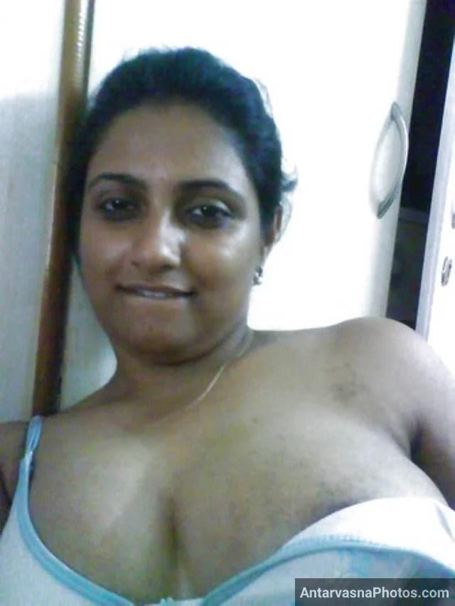 apni bra hata big boobs dikhati aunty ki photo