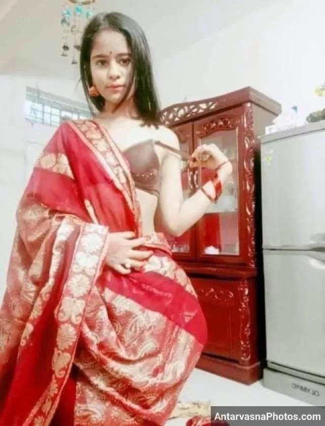 Nitya saree utar apne bra ko nikalti hui