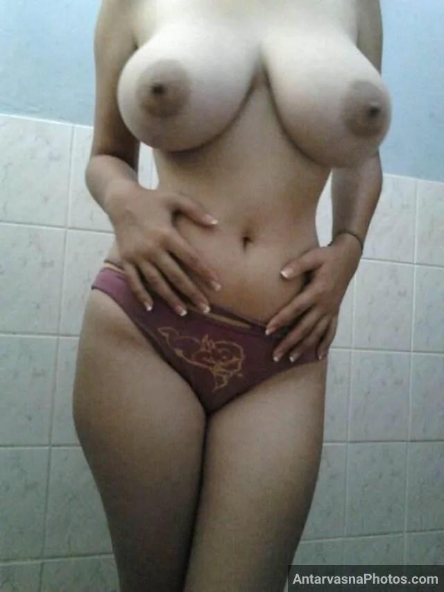Indian boobs photos of hot babe Sameera in panty
