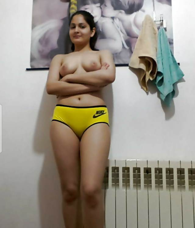 cute babe nude pic in yellow panty