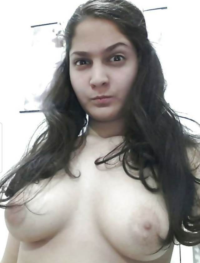 sexy babe in hot mood showing her boobs pic