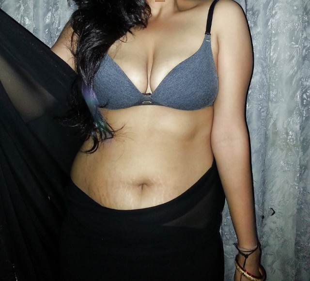 desi hot sexy bhabhi cleavage photos