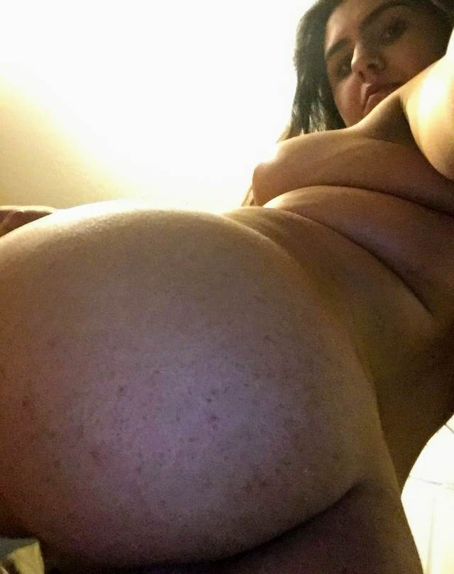 hot girl clicking her big gaand selfie photos