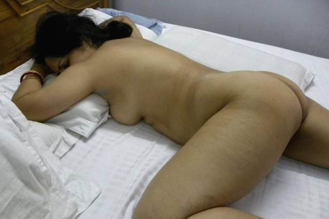 sexy indian aunty sleeping nude in bed in this pic