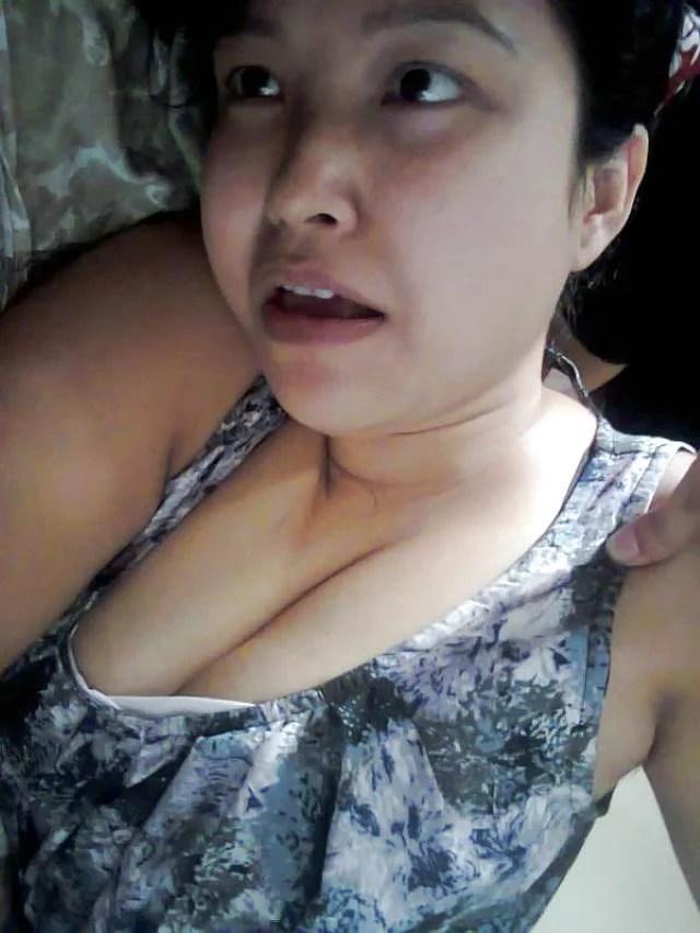 hot cleavage dikhati padosan