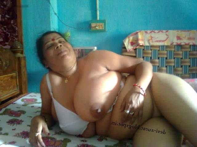 Desi Telugu Village Bhabhi Big Boobs Pictures