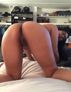 shaved pussy and hot ass indian desi girl