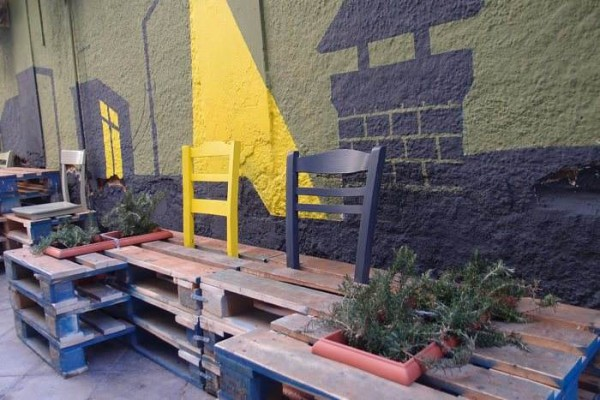 Street art conversion with pallets, plants and painting4