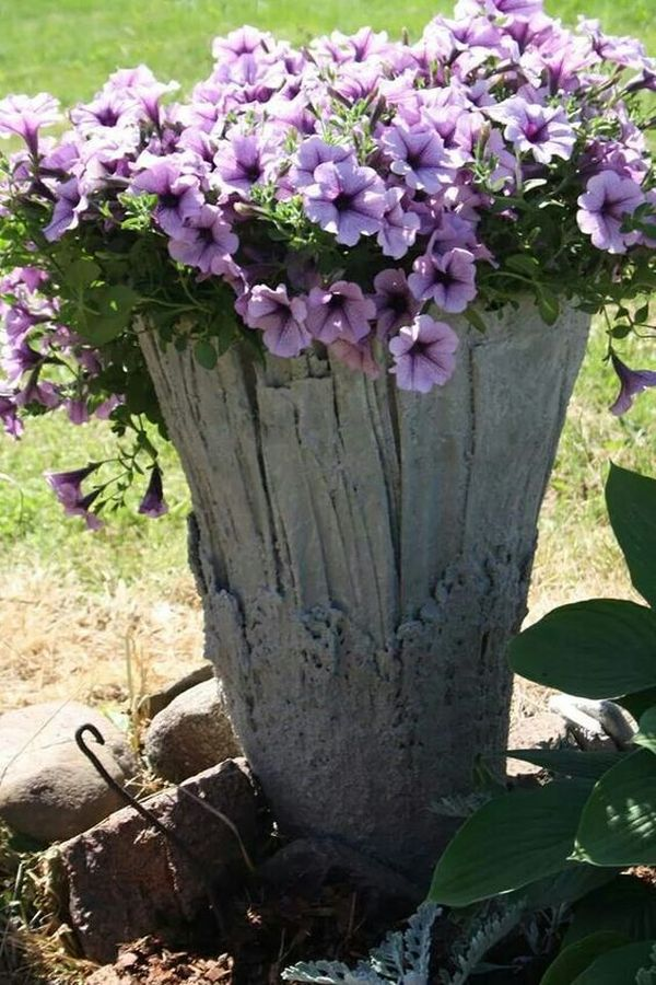 diy pots in the garden made of cement and old clothes (11)