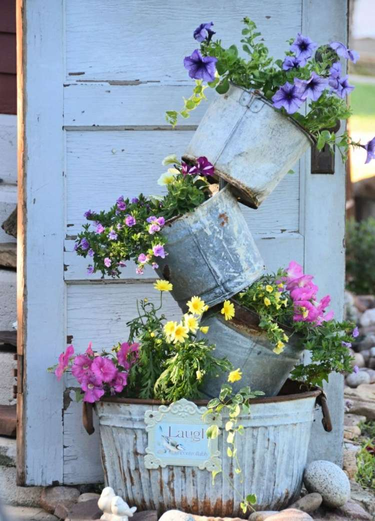 Cheap garden decoration in 28 objects of style Shabby Chic ... on Chic Patio Ideas id=80102