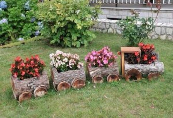 garden decoration with stumps and crates6