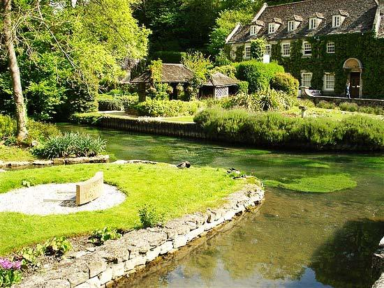 Bibury Incredible beauty in the English province10