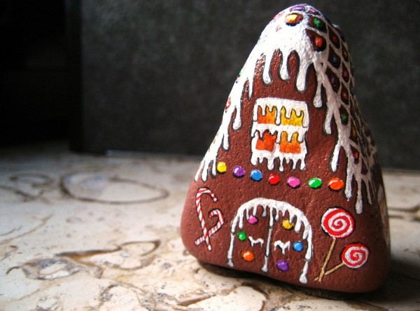 Christmas painting on stones and pebbles (3)