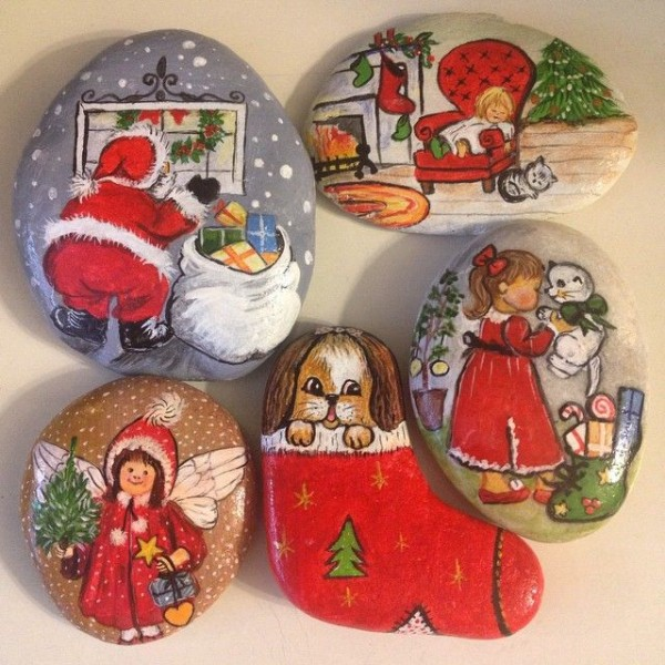 Christmas painting on stones and pebbles (53)