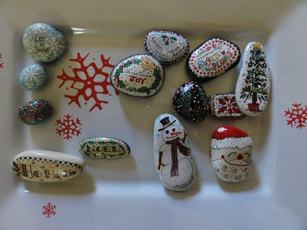 Christmas painting on stones and pebbles (70)