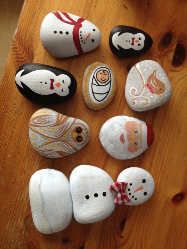Christmas painting on stones and pebbles (72)