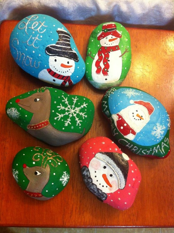 Christmas painting on stones and pebbles (74)