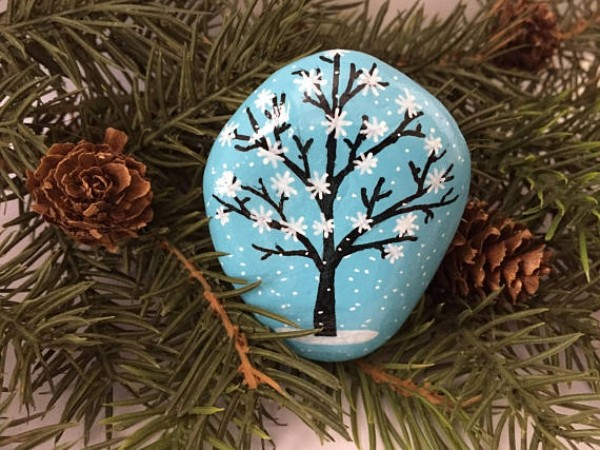 Christmas painting on stones and pebbles (80)