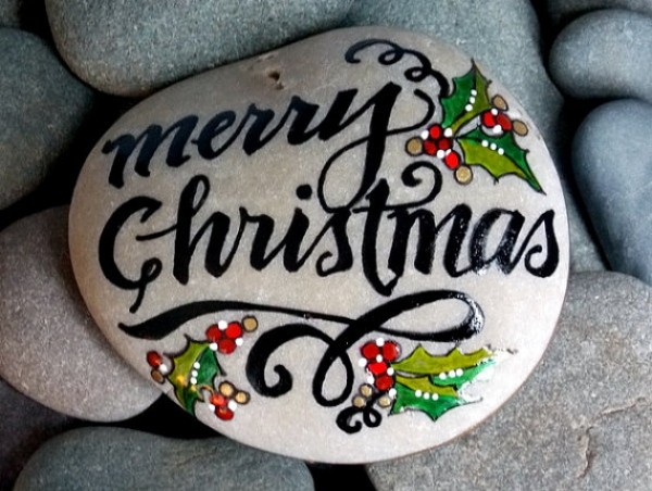 Christmas painting on stones and pebbles (97)