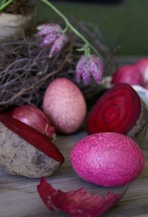 paint the Easter eggs with ecological methods (3)