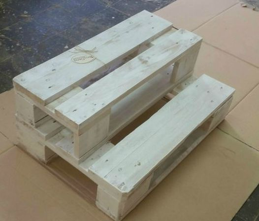 DIY pot stands from pallets1