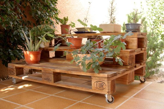 DIY pot stands from pallets2