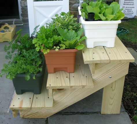 DIY pot stands from pallets8