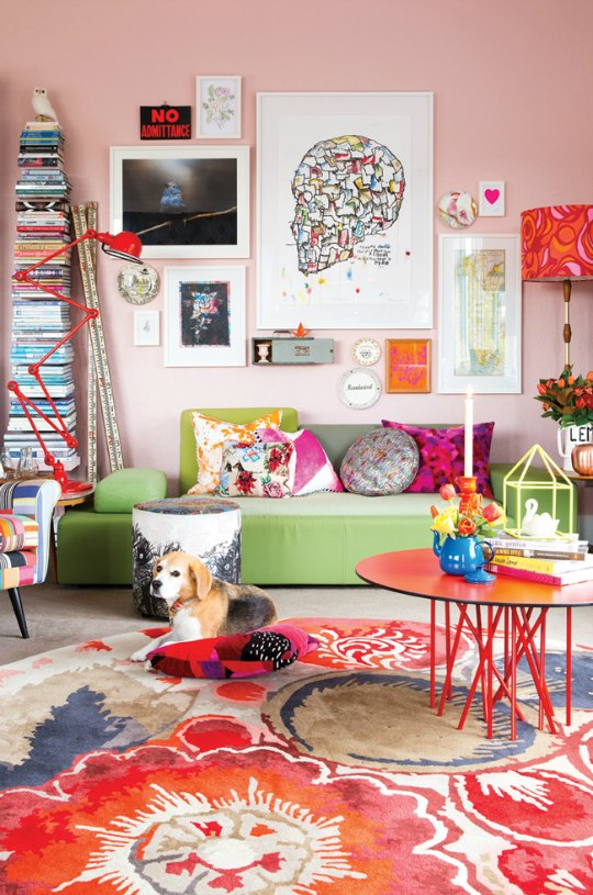 Decorating Your Living Room Walls: A Pink Wall In The Living Room