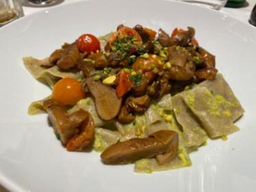 Pâtes Matagliati à la farine de sarrasin, cèpes, tomates fraiches et pesto de pistache