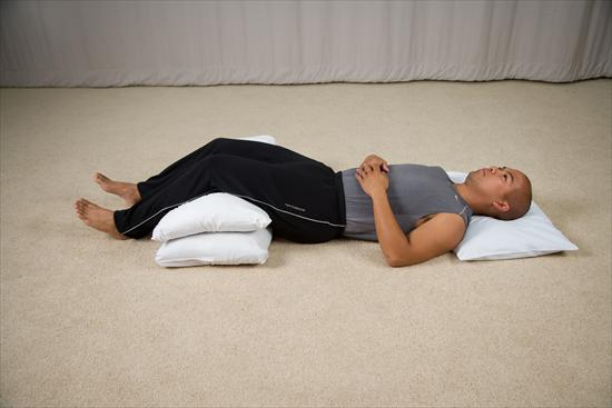 sleep pillow between legs back pain