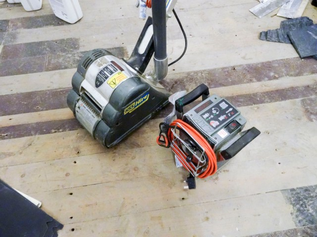Tools and materials to sand and varnish a wooden floor - Floor Sanders