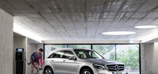 GLC F-CELL goes into preproduction: world's first electric vehicle with fuel-cell/battery powertrain