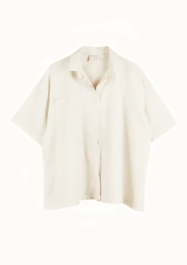 Beige short sleeve shirt made from organic and recycled cotton - front