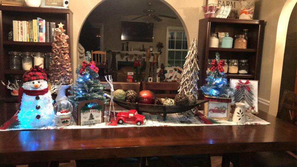 kitchen table Christmas decor