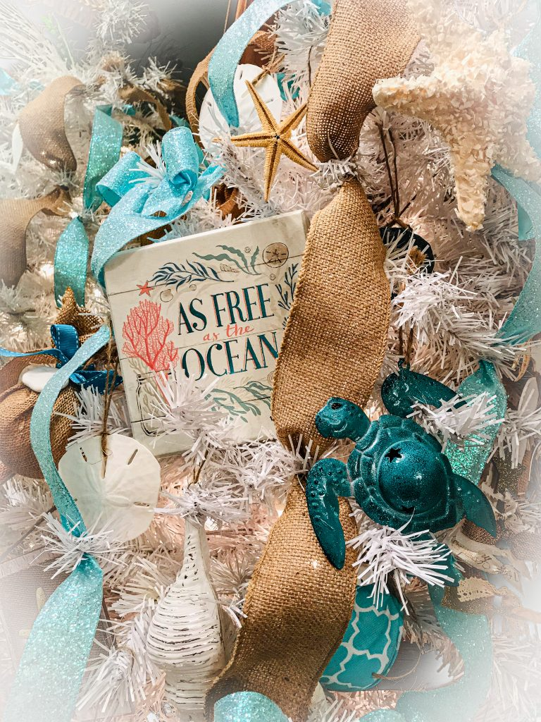 Read more about the article Beach Christmas Tree – How to Incorporate Coastal Decor