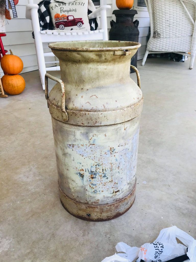 metal milk can makeover | vintage milk can | farmhouse milk can | Dollar Tree project | Farmers Market Calendar