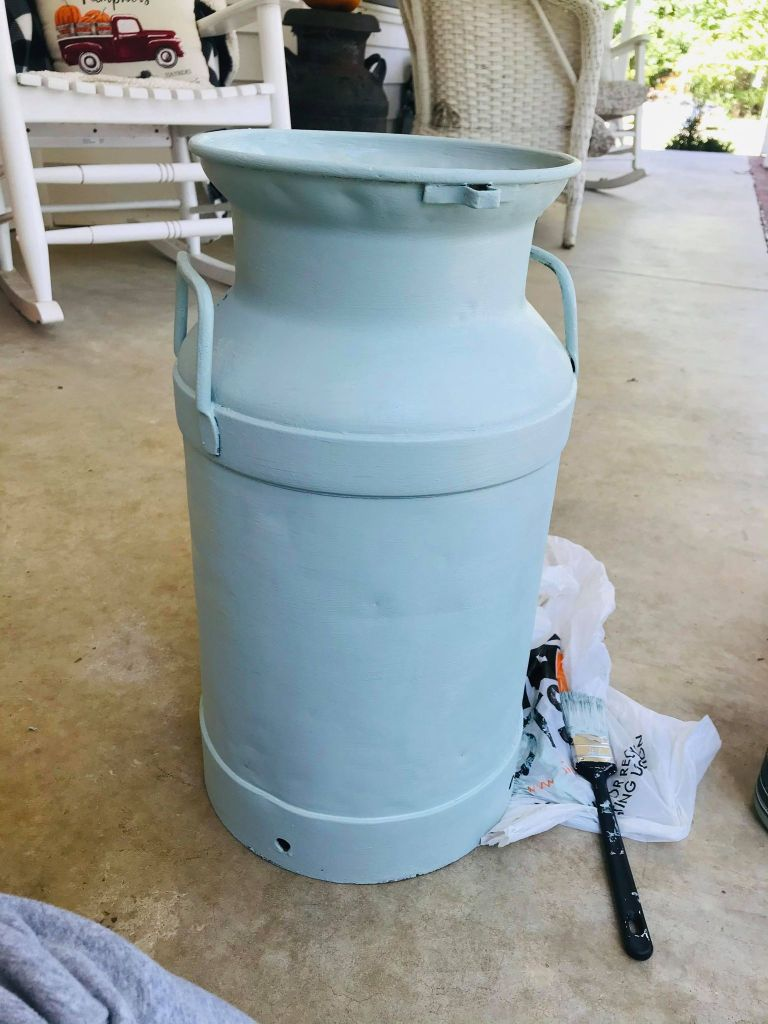 metal milk can makeover | vintage milk can | farmhouse milk can | Dollar Tree project | Farmers Market Calendar