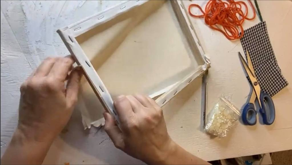 removing a canvas from the frame