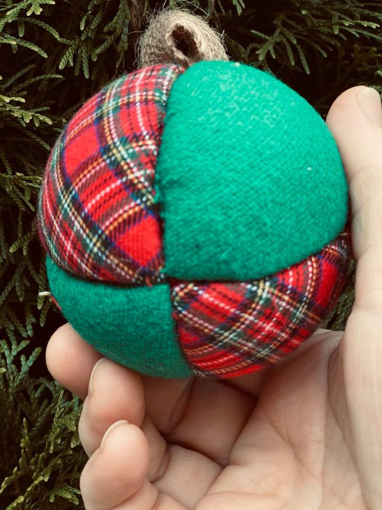 quilted fabric ball Christmas ornament #quiltedballornament #styrofoamcraft #styrofoamchristmasornaments