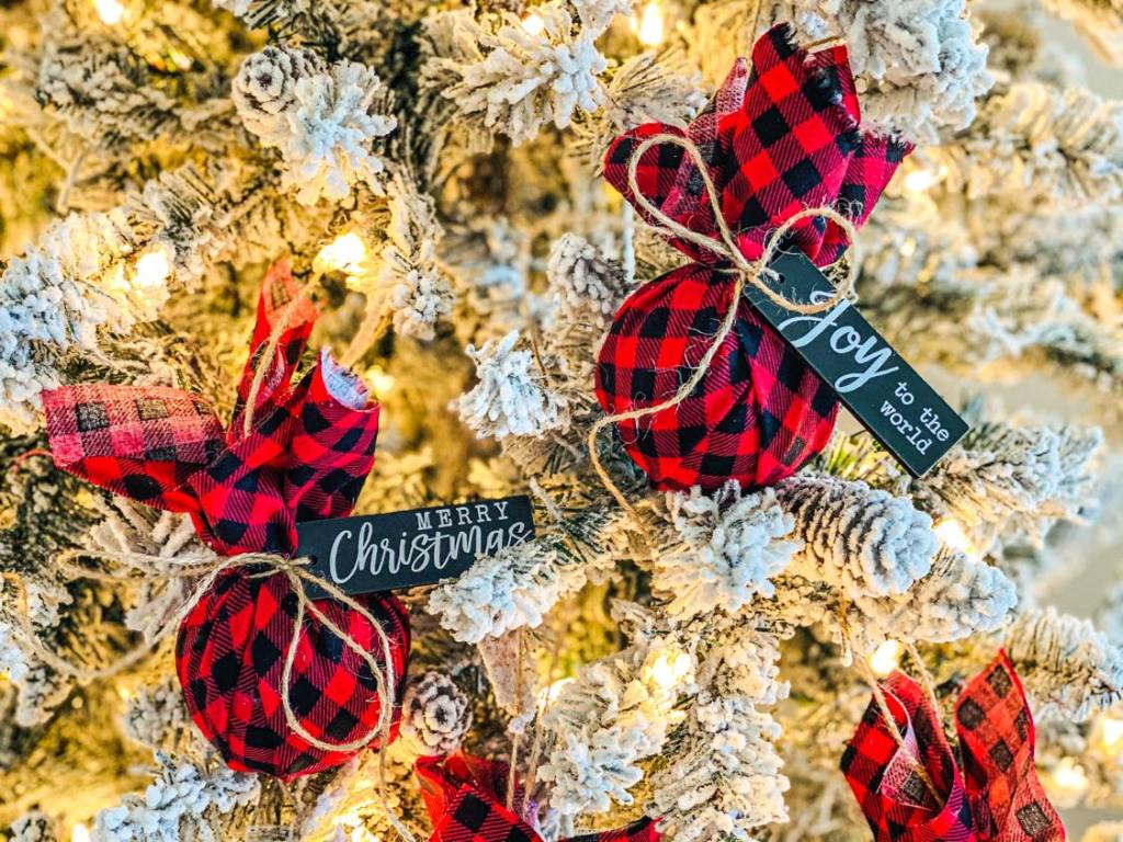 fabric wrapped ball ornaments #styrofoamChristmascrafts