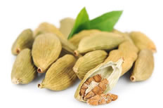 18-Spices-Scientifically-Proven-To-Prevent-and-Treat-Cancer-4-Cardamom