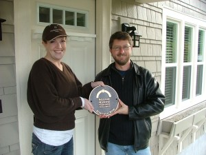 Edmonds Historic Preservation Commission chair Andy Ecellshall presents the commemorative plaque to Molly Stoulil, owner of the newly listed home at 533 3rd Ave. S.