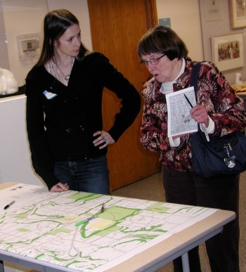 Citizens share their thoughts on Westgate with UW students during an Edmonds meeting in January 2011.