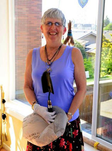 Wielding her trowel and garbage bag, Frannie patrols downtown Edmonds three times a week picking up litter.