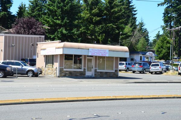 This building at 22324 Highway 99 was the proposed site for Retail Marijuana, one of the two applicants chosen in the initial screening to operate within the jurisdictional boundaries of Edmonds.  The building is adjacent to Doug's Lynnwood Mazda.